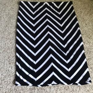 Mossimo black and white stretchy skirt sz L